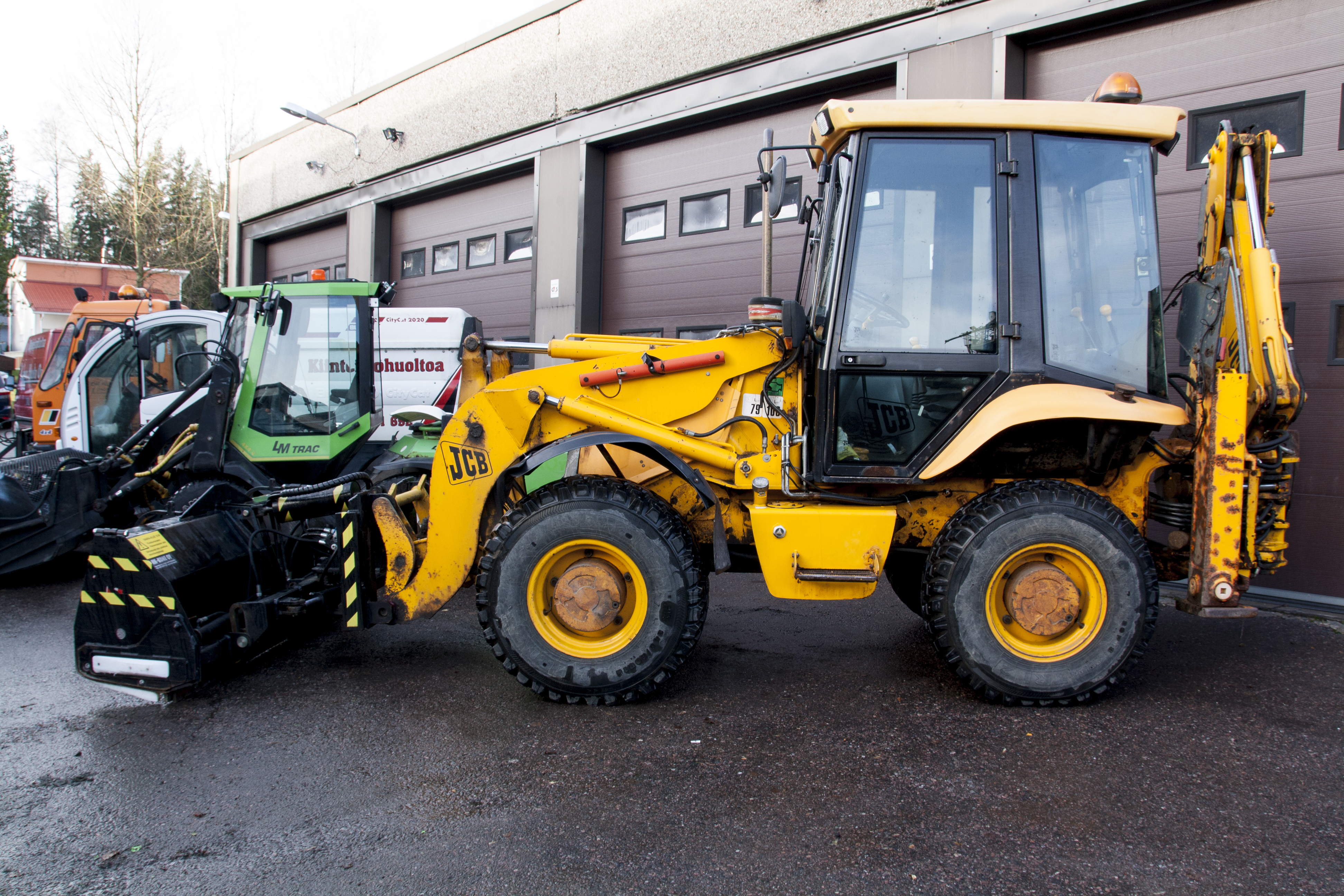 JCB 2CX Traktori-kaivuri, kauhalla, TOP-levy, kauhahiekotin